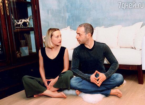 Мы с женой незаметно для себя вошли в конфликт профессиональных интересов: она -- «художник, гений», а я - «попсятина»