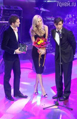 Финальным аккордом церемонии награждения стало чествование обладательницы титула «Самая сексуальная женщина страны» Веры Брежневой