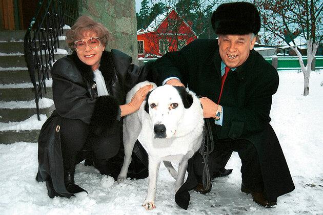 Эдита Пьеха с третьим мужем и овчаркой Джулей