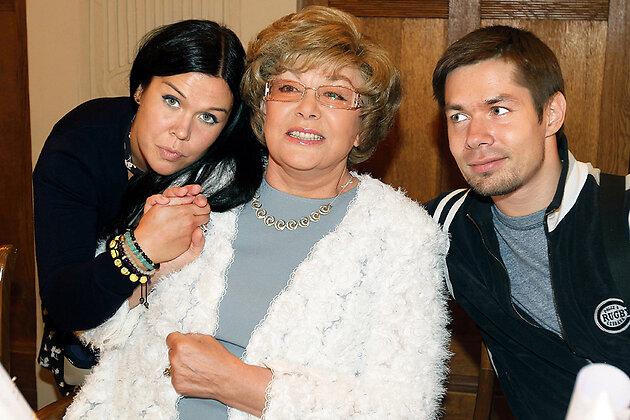 Эдита Пьеха с внуками Стасом и Эрикой