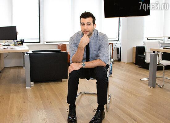 Телеведущий Иван Ургант в своем новом кабинете в«Останкино»