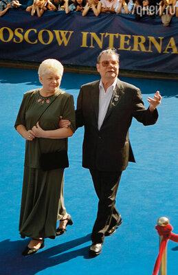 Третья папина жена была моложе его на 20 лет. Моя ровесница... (23-й ММКФ. Михаил Пуговкин с женой Ириной Константиновной, 2001 г.)