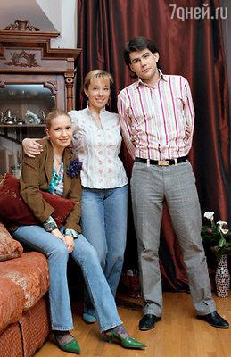 Арина с сыном Данилой и невесткой Алиной