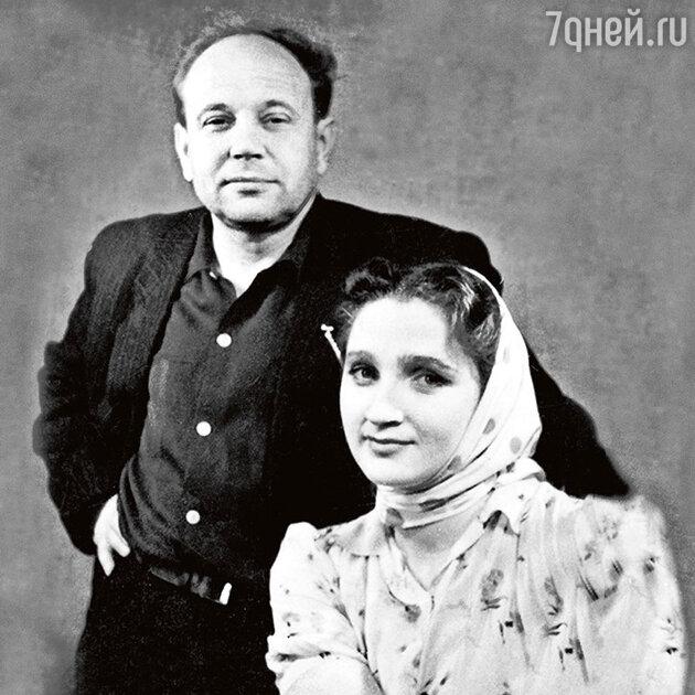Борис Равенских с женой, актрисой Галиной Кирюшиной. 1960-е гг.
