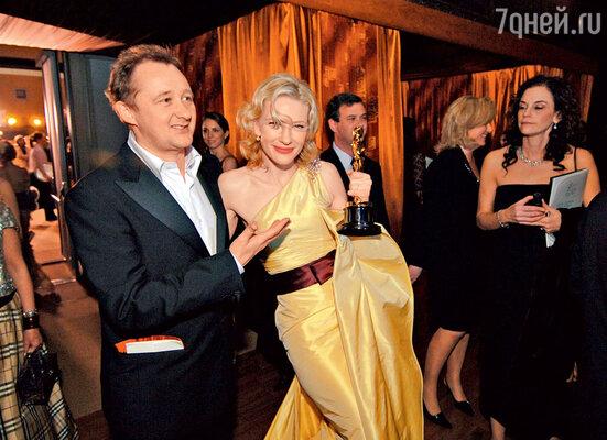 С мужем Эндрю Аптоном нацеремонии вручения «Оскара», где Кейт получила золотую статуэтку. 2005 г.