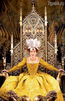 Кейт дважды сыграла английскую королеву Елизавету I у одного и того же режиссера Шекхара Капура — в 1998 году («Елизавета») и в 2007 году («Золотой век»)