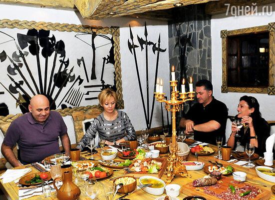 Валерия и Иосиф Пригожин с друзьями