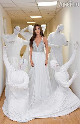 Платье Зары «вместило» еще пятерых танцоров