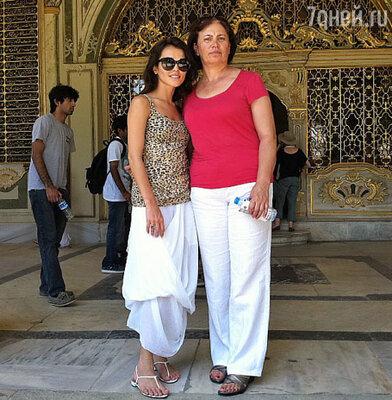 Сати с мамой Фатимой Исмаиловной
