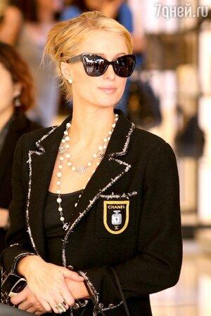 Пэрис Хилтон в твидовом жакете от Chanel на рождественском шопинге в Калифорнии 2013