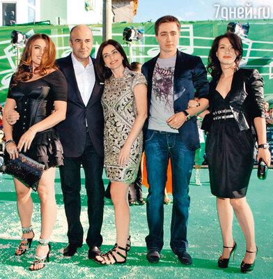 Игорь Крутой с женой Ольгой, дочерью Викторией, сыном Николаем и невесткой Наташей
