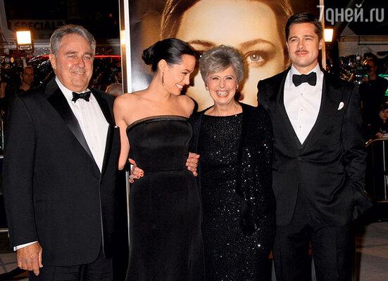 Родители Брэда Питта Уильям и Джейн, в отличие от отца Джоли, были приглашены на свадьбу