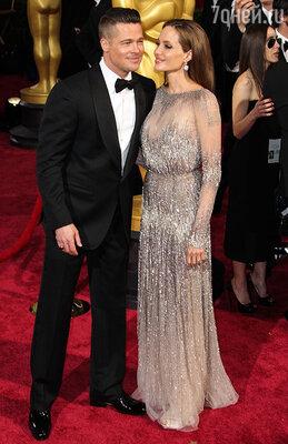 Несмотря на нежные чувства друг к другу, Джоли и Питт заключили довольно жесткий брачный контракт, в котором учтены все взаимные обязательства в случае развода