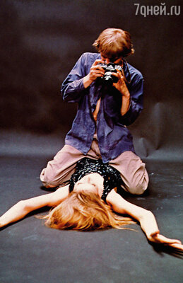 Кадр из фильма Микеланджело Антониони «Фотоувеличение» (Blow Up). Дэвид Хеммингс и Верушка, 1966 год