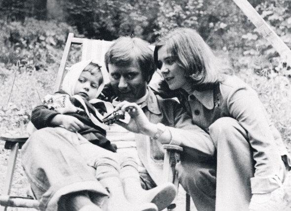Маше три годика. С папой — Андреем Мироновым и мамой — Ларисой Голубкиной