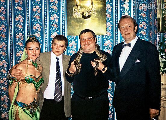 Миша с директором «Малахита» Александром Гирем и танцовщицей
