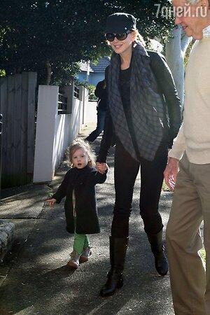 Николь Кидман с дочерью и отцом