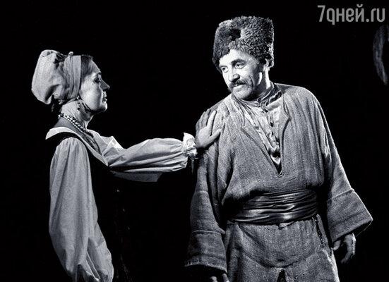 Парфаньяк и Ульянов в спектакле Театра Вахтангова «Степан Разин»