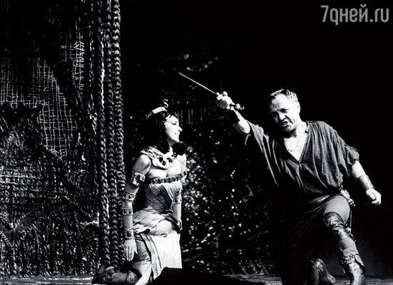 Ульянов и Юлия Борисова в спектакле «Антоний и Клеопатра»