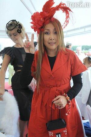 Анита Цой на скачках «Гран-При Радио Monte Carlo» в 2010 году