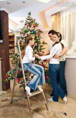 Новый год Анна Ковальчук встретит в кругу семьи, с дочерью Златой и мужем Олегом