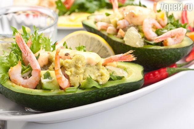 «Оливье» с креветками и авокадо