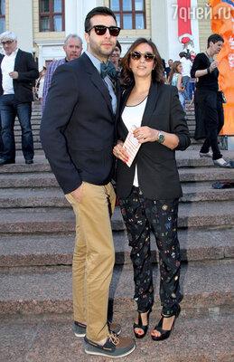 С женой Натальей Кикнадзе нацеремонии вручения премии «Серебряная калоша». 2012 г.