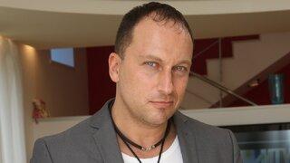 Дмитрий Нагиев преобразился в эффектную брюнетку
