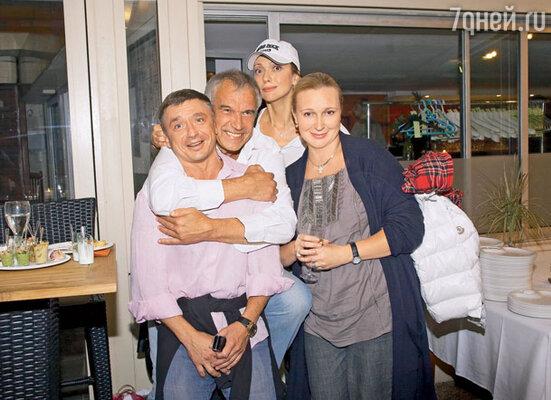 Антон Табаков, чей отдых в Канне совпал с гастролями театра, — один из самых желанных гостей на юбилее Сергея Гармаша