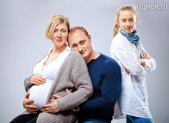 «А что, у вас скоро ребенок будет?!» — обрадованно воскликнул Сергей Горобченко.  «Только тихо, мы про это не распространяемся»