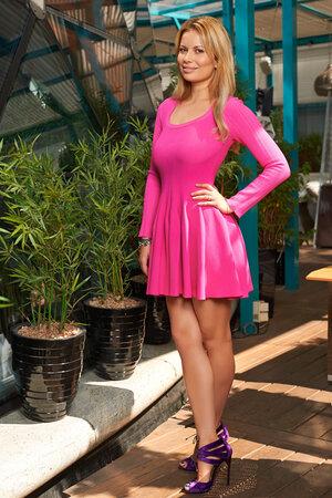 На Анастасии: Платье Azzedine Alaia, босоножки Tom Ford. Визажист: Полина Веденова