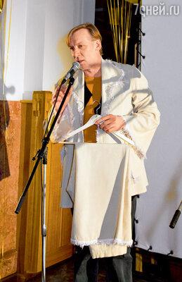 Общий подарок от труппы «Ленкома» — летний костюм изспектакля «Две женщины»