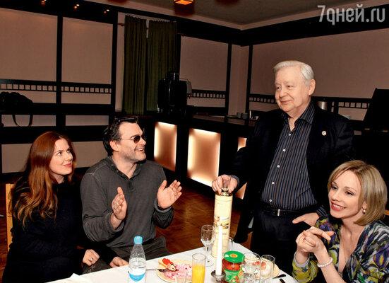 Евгений Дятлов с супругой Юлией Джербиновой и Олег Табаков с женой Мариной Зудиной