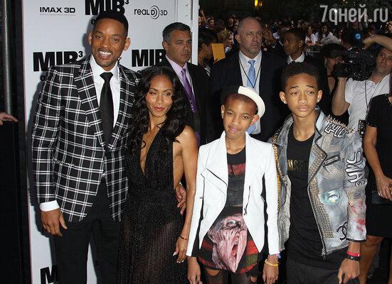 Джада с мужем Уиллом, дочерью Уиллоу и сыном Джейденом