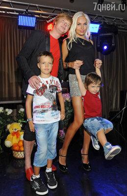 Андрей Григорьев-Аполлонов с семьей