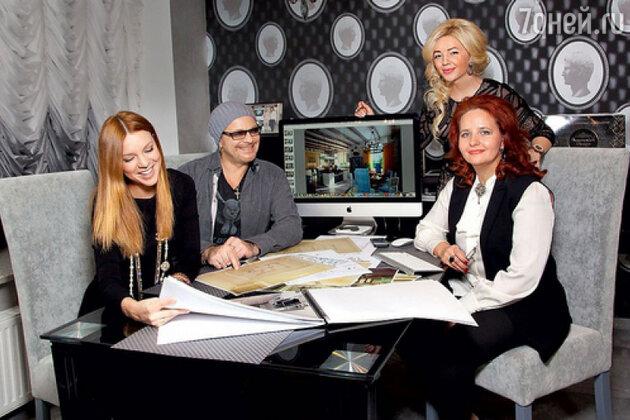 Владимир Пресняков и Наталья Подольская с дизайнерами