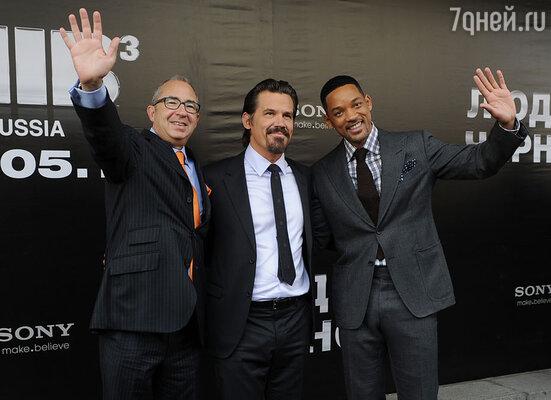 Барри Зонненфельд, Джош Бролин и Уилл Смит на премьере в кинотеатре «Октябрь»