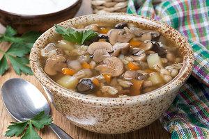 Суп из шампиньонов с перловой крупой: рецепт основного блюда
