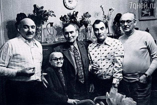 Петр Глебов с родным братом Федором (крайний слева), Машухой, Сергеем Кристи и Сергеем Михалковым