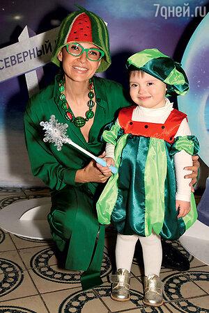 Эвелина Блёданс с сыном Сёмой