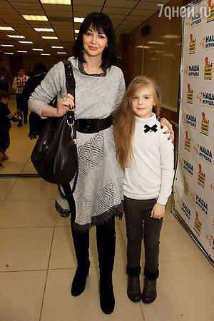Дочка Александра Абдулова Женя с мамой