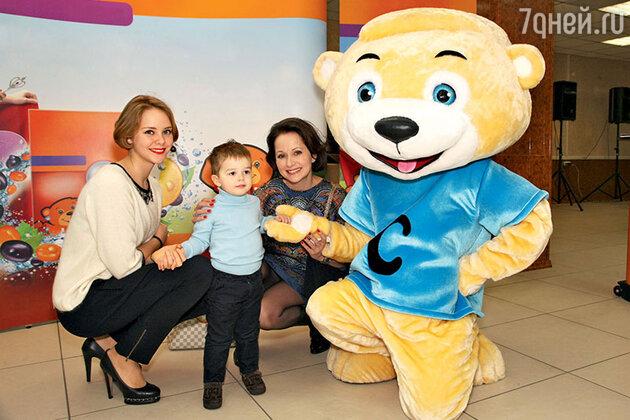 Ольга Кабо с дочкой Таней и сыном Виктором