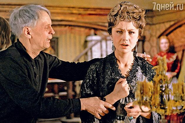 «Развод Пырьева с Ладыниной был неизбежен. На нем настаивала новая пассия Ивана Александровича— Лионелла Скирда»