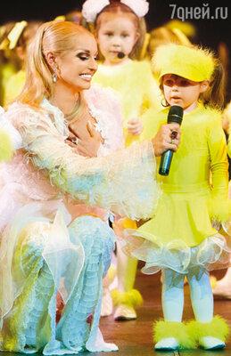 Новый дуэт: Анастасия Волочкова с дочерью Аришей