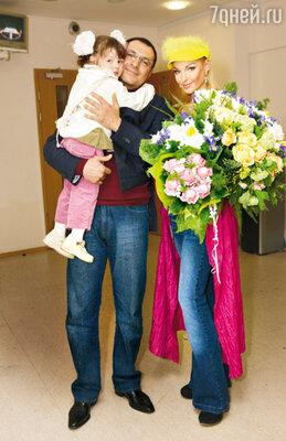 «Когда Игорь дарил нам с Аришей цветы, в душе промелькнула надежда: может, мы вновь будем вместе?»