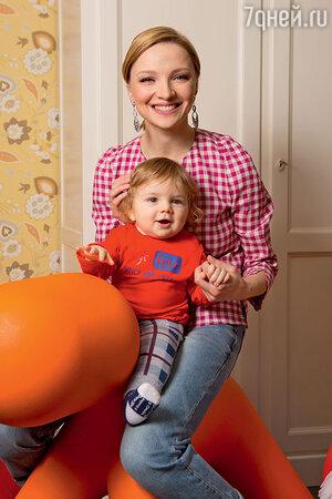 Екатерина Вилкова  с сыном Петром