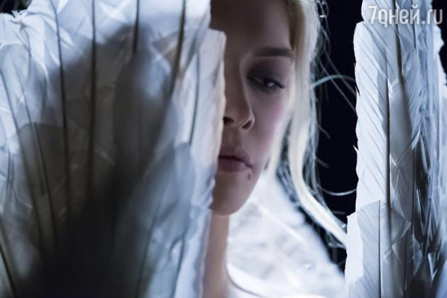 Кадр из клипа «Feel»