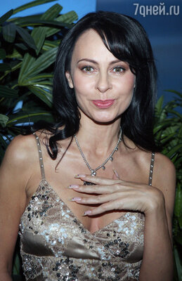 Визитная карточка Марины Хлебниковой - ее длинные ногти