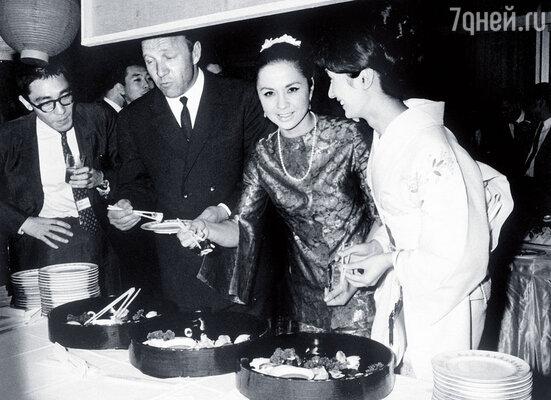 С Михаилом Ульяновым на приеме после премьеры «Братьев Карамазовых» в Японии
