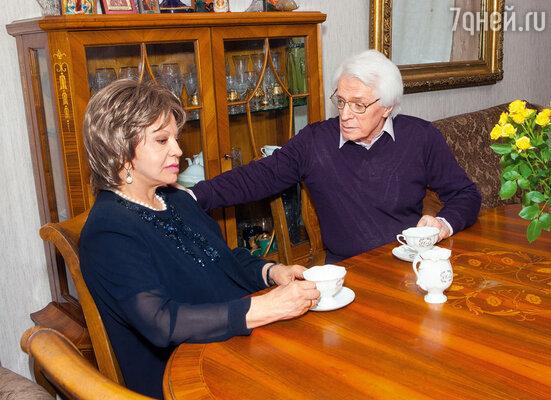 Смерть дочери в 2003 году стала для Олега страшным ударом. Наташе было всего сорок пять. Внучке Александре — шестнадцать
